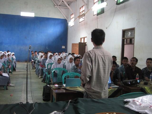Seminar SMKN 1 Lemahsugih - Rendy